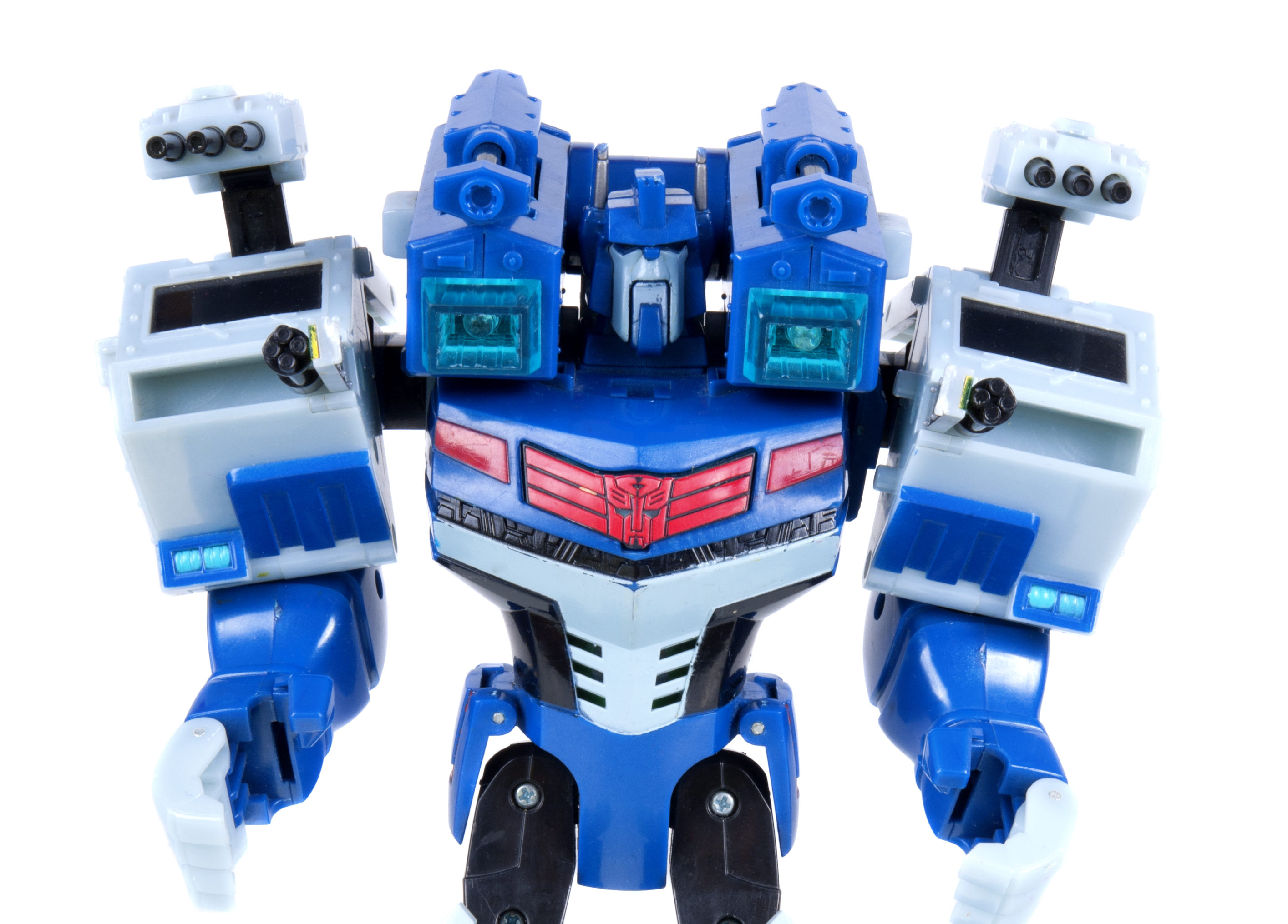 Generation 1 Ultra Magnus in red and blue with a Transformers logo on his chest plate