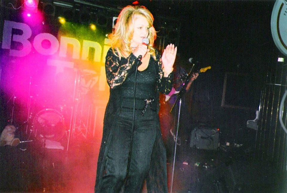 Bonnie_Tyler_on_stage_in_Moscow_9_May_1999